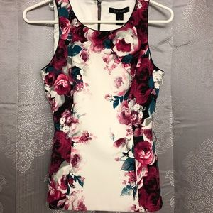 Beautiful floral top!! White House Black Market
